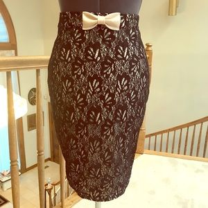 ❤️Black & Cream Lace Skirt ModCloth